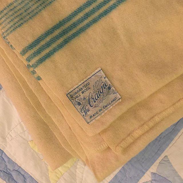 Wool blanket from my bedroom tonight in Dunlop. Colour, stripe, weight, label design are all perfect. #woolblanket #stripes #bluestripes #madeinengland #dunlop 西スコットランドの今晩の宿。クリーム色の毛布が、色もストライプのデザインも、サイズも重さもレーベルデザインも全て良い。#スコットランド #ウールの毛布 #100%ウール #イギリス製 #暖かい